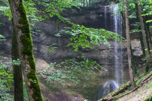 Eisenbahnstories, mächtige Burgruine und prickelnder Wasserfall