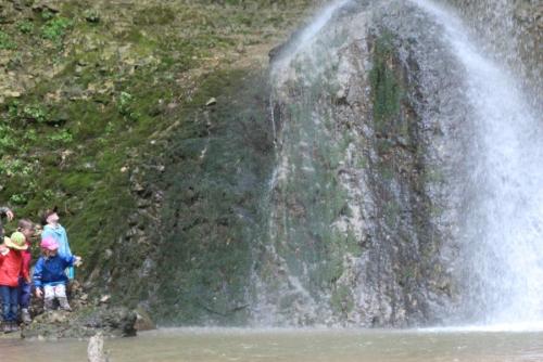 Expedition in die wilde Schlucht und Werken beim Steinhauer im Posamenter-Dorf